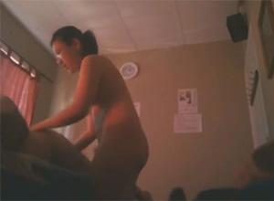 【動画】アジアンマッサージ店盗撮 色気の無いメガネの子が全裸でマッサージ&性的サービス
