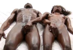 良く鍛えられた身体の黒人男女によるアーティスティックなエロティックマッサージ動画