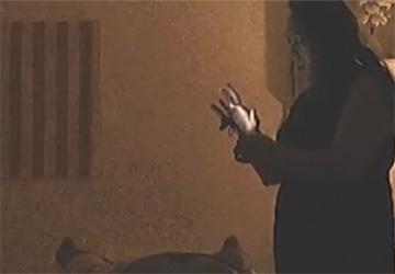 【中国マッサージ店盗撮】たくましい二の腕をしたマッサージ嬢による手コキ動画