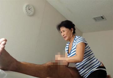 【動画】中国マッサージ店盗撮、客のオイタに物凄く嫌そうな顔をする熟女