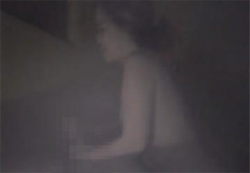 【中国マッサージ店盗撮】ぽっちゃり体型の女の子が全裸で男性客に手コキサービス