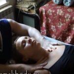 【動画】女性モデルへ鼠蹊部へのリンパマッサージを行う男性マッサージ師