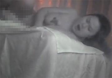 【中国マッサージ盗撮動画】おっぱいにタトゥーの入った巨乳熟女と本番