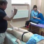 【マッサージHowto動画】謎のルーティーンからはじまる女性への下腹部及び足へのマッサージ