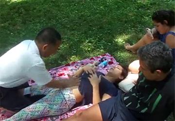 【路上マッサージ動画】怪しげな中国人男性にマッサージと称しエロい事をされてしまう女性達