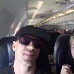 【旅の恥はかき捨て】旅行の記念?飛行機で彼氏のチンコを迷わず咥える彼女