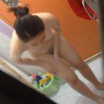 【民家風呂盗撮動画】謎のBGMが流れる中、身体をゴシゴシ洗うスレンダーな若い女の子