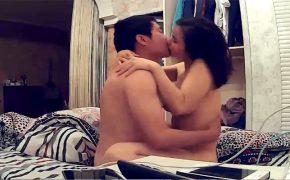 【素人カップル盗撮動画】自宅で愛あるセックスを楽しむ2人を隠し撮り!