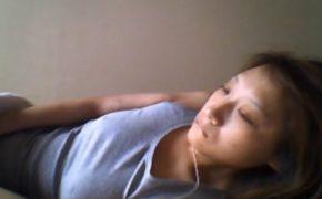 【民家盗撮動画】寝ぼけ眼でオナニーをするすっぴんの女の子