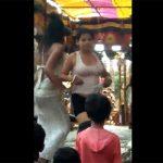 【インドお祭り動画】ステージ上で踊って脱ぐダンサーの女の子達