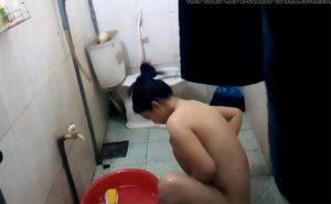 【ベトナム民家風呂盗撮】湯治と言う概念が存在しない退屈な世界で暮らす女の子