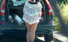 【着替え盗撮動画】路上で着替えてた若い女の子が案の定隠し撮りされる