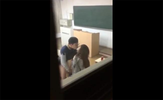 【盗撮動画】大学の教室内でセックスしてたカップル、案の定撮影されて晒される