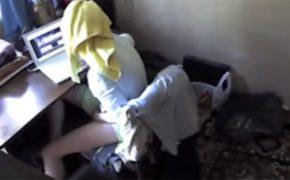 【素人女性オナニー盗撮動画】椅子に座りノーパソでエロ動画を再生し・・・そんな自分達にも心当たりのあるシチュエーションでオナる女性