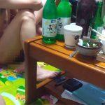 【素人エロ動画】家飲みのノリで乱交しちゃったっぽい男女達の様子