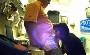 【オフィス盗撮動画】書類を渡すついでにフェラチオを部下に要求する上司