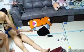 【中国民家盗撮動画】床でセックス後にそのまま横たわる女性が死体にしか見えない