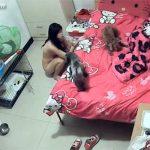 【中国民家盗撮動画】2匹のネコと暮らす若い女の子のお風呂上り