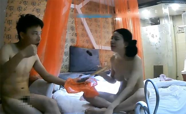 【ラブホテル盗撮動画】「性欲を満たしたら次は食欲!」そんな本能に忠実なカップルを撮影した90分