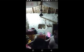 【ライブチャット】イチャつく様子をスマホで生配信するインドのカップル
