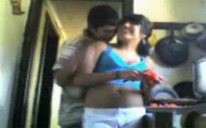 【個人撮影】台所で料理中の嫁にちょっかいを出してそのままセックスする旦那