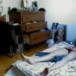 【民家盗撮動画】だらしないのに何故かアーティスティックな部屋に暮らす女性の日常的な自慰行為の様子