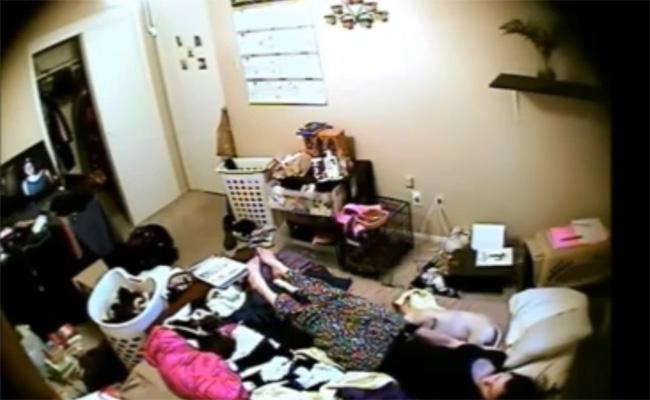 【民家オナニー盗撮動画】散らかった部屋で暮らすだらしなさそうな女性の自慰行為