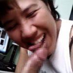 【個人撮影】満面の笑顔でおちんちんをしゃぶるぽっちゃりオバちゃん