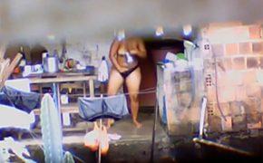 【盗撮動画】グラマー体型の隣人がマンコをゴシゴシ洗う様子を隠し撮り