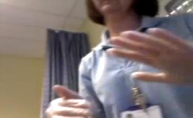 【迷惑行為】真面目にペニスを触診する女医と、それを撮影する男性患者