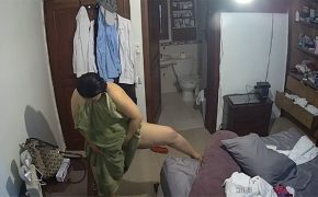 【民家盗撮動画】ミシュランマンみたいな体型の熟女が風呂上りに股間をゴシゴシ拭く様子