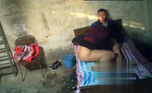 【中国裏風俗盗撮動画】カラテカ矢部みたいな風貌の若者がぽっちゃり熟女と性行為