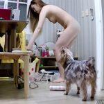 【中国民家盗撮動画】犬の居る散らかった部屋で暮らす女子2人の様子