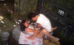 【中国裏風俗盗撮動画】バチ当たり過ぎる!!!お墓の前で売春する立ちんぼwwwww