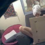 【IPカメラハッキング動画】鏡に映った自分の姿をオカズにオナニーする中年女性