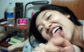 【個人撮影】笑顔で彼氏のチンコを頬張るサッカー好きそうな女の子