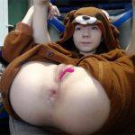 【ライブチャットエロ動画】着ぐるみパジャマ姿のあどけない女の子、ケツ穴に極太ディルドをブチ込みガチイキ!
