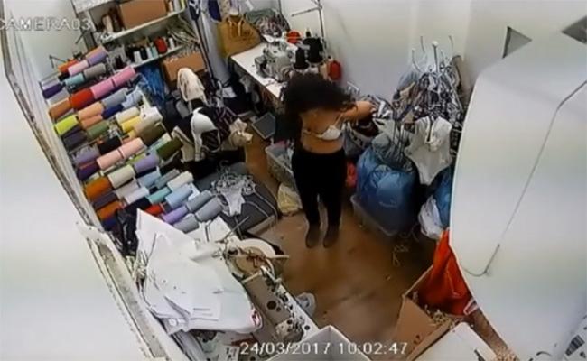 【謎の盗撮動画】洋服の仕立て屋?みたいな場所で裸体を晒す若い女性