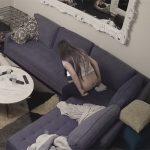 【IPカメラハッキング動画】ワンコと暮らす女性がマンコをいじる様子を隠し撮り