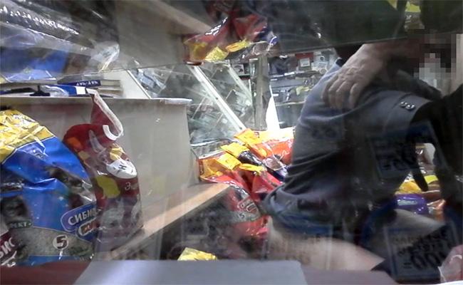 【盗撮動画】ペットショップ店内でセックスしてる店員を隠し撮りwwww