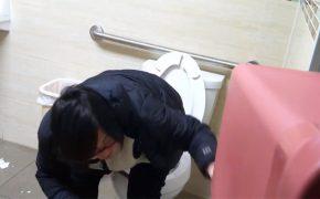 【病院トイレ盗撮動画】視聴者の見たいものを忖度せずに垂れ流すとこうなる・・・・