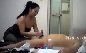 【中国マッサージ盗撮動画】肛門まで舐めてくれる・・・この手の店にしてはサービスの良い女性