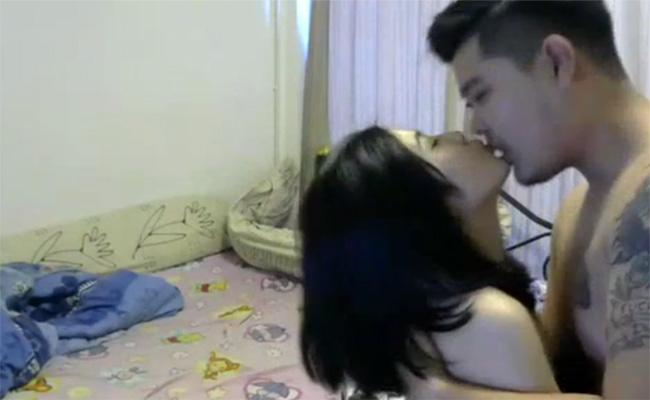 【カップル盗撮動画】ゴリけんみたいな風貌の彼氏と彼女の愛あるセックス
