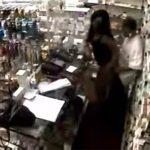 【監視カメラ】何故かレジカウンターでセックスしてる男性店員と女性店員