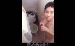 【民家風呂盗撮】カメラに気づき困惑の表情を浮かべる女の子
