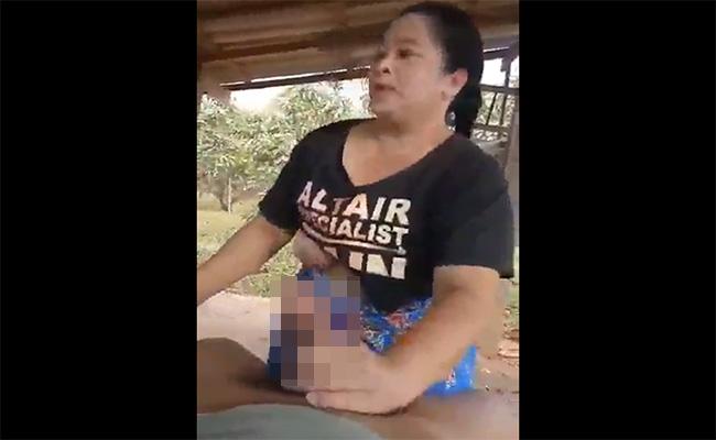 【タイ人熟女】納屋のような場所での青姦を楽しむタイ農家のおっかさん