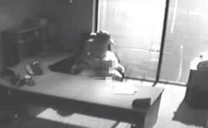 【監視カメラ】どこぞのオフィスにて、重役っぽい男性がセックスする様子