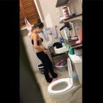 【家庭内盗撮動画】姉だか妹だかの洗面所での脱衣風景