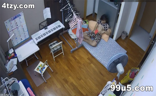 【中国民家盗撮動画】自室でおっぱいやマンコの自撮りする女の子