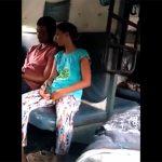 【電車内盗撮動画】彼氏と話しながらさりげなくマンコを掻きむしる女性